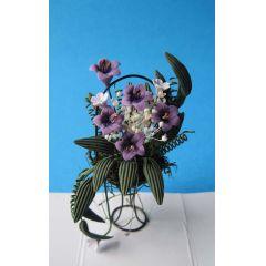 Blumenkorb lilia und weisse Blüten Puppenhausdekoration Miniatur 1:12