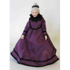 Dame Lady Grossmutter im lila festlichen Kleid Puppenstube Miniaturen 1:12