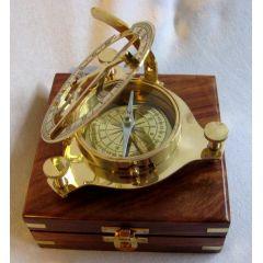 **Sonnenuhr- Kompass ? 11 cm in Holzschatulle 14x 14 cm