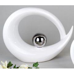Skulptur mit silberner Kugel in Weiß, 30 x 7,5 x 25 cm