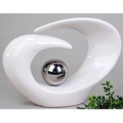Moderne Skulptur mit silberner Kugel in Weiß, 29 cm