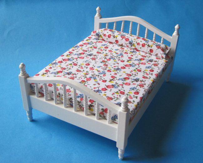doppelbett holz weiss braun oder naturfarben puppenhausmoebel miniaturen 1 12. Black Bedroom Furniture Sets. Home Design Ideas