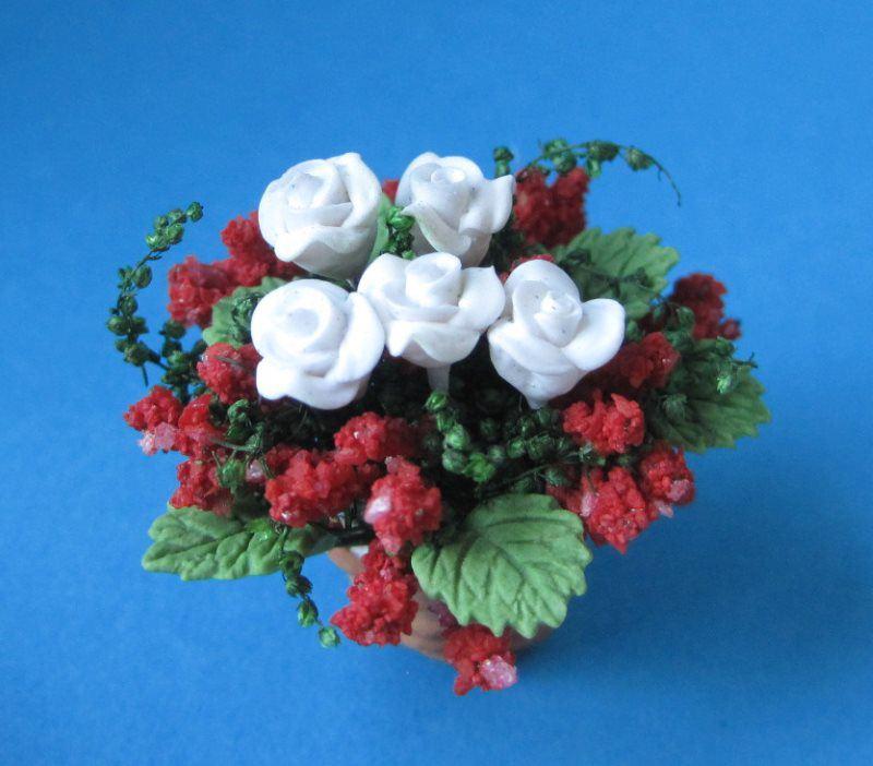 kleine rosen im topf blumen puppenhaus dekoration miniatur 1 12 garten miniaturen zubeh r. Black Bedroom Furniture Sets. Home Design Ideas