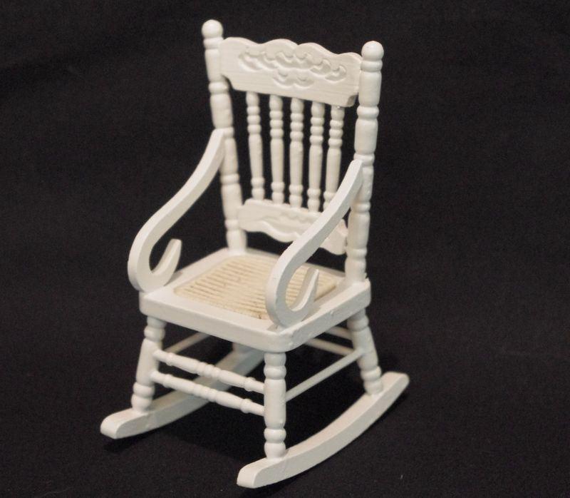 schaukelstuhl weiss puppenhaus m bel f r die puppenstube 1 12. Black Bedroom Furniture Sets. Home Design Ideas