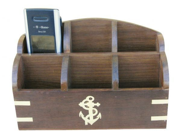maritime utensilien box aus holz mit messingintarsien anker 20 cm. Black Bedroom Furniture Sets. Home Design Ideas
