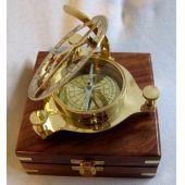 **Sonnenuhr- Kompass  11 cm in Holzschatulle 14x 14 cm