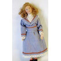 Puppe Maedchen Frau imhellbaluen Kleid für die Puppenstube Miniatur 1:12