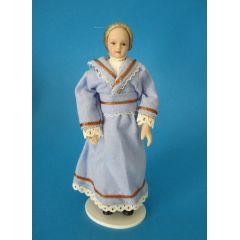 Puppe Maedchen Frau im hellbaluen Kleid für die Puppenstube Miniatur 1:12
