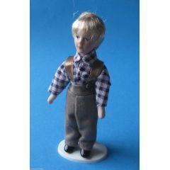 Puppe Frecher Junge mit kariertem Hemd, brauner Hose  für Puppenstube Miniatur 1:12
