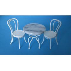Tisch und 2 Stühle weiss Metall Bistro Set Puppenhaus Miniatur 1:12