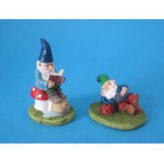 Gartenzwerge mit Buch und  Käfer Puppenhaus Dekoration Miniaturen 1:12