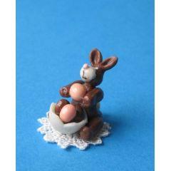 Mini Schoko Osterhase mit Körbchen  Puppenhaus Dekoration Miniatur 1:12