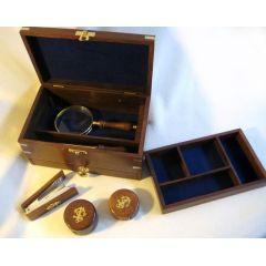 **Massive Schreibtischbox mit Lupe, Brieföffner, Metermaß, Anspitzer & Tacker
