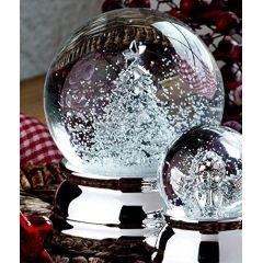 Edle Schneekugel mit Tannenbaum- versilbert und anlaufgeschützt - 6,5 cm