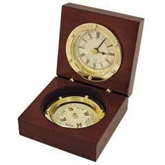 Uhr und Kompass in Holzschatulle