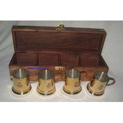 **Holzbox mit 4 Rum/Schnapsbechern aus Messing/Kupfer - versilbert- Gewicht 910g