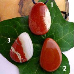 Jaspis rot EXTRA gebohrter Trommelstein Tropfen-Anhänger