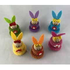 Mini Osterhäschen zum Hängen 7,5 cm mit Strick und Blume
