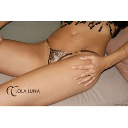 Lola Luna sexy Ouvert String SAHARA Open