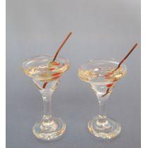 Cocktailgläser mit Oliven 2er Set  Puppenhaus Dekoration Miniaturen 1:12