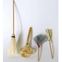 Hausputz Set Besen, Staubwedel, Teppichklopfer Puppenhaus Miniatur 1:12