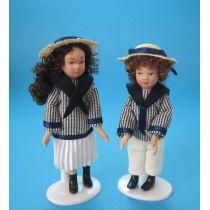 Mädchen und Junge in Matrosekleidung mit Hut Puppenpaar Miniatur 1:12