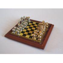 Schachspiel mit Figuren für das Puppenhaus Puppenstuben Dekoration Miniaturen 1:12