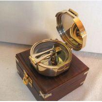 **Aufwendig- Brunton- Kompass in Holzschatulle mit Messingintarsien