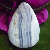 Chalcedon blau, gebohrter Anhänger Tropfenform
