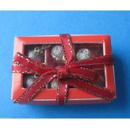 6 Christbaum Kugeln im Karton weihnachtliche Puppenhaus Dekoration Miniaturen 1:12
