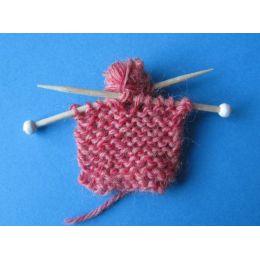 Mini Strickstueck für Puppenhaus Dekorationen Miniaturen Handarbeit