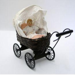 Puppenhaus Puppenwagen geflochten mit Puppe und Kissen Dekoration Miniaturen 1:12