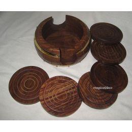 **6 Untersetzer mit Aufbewahrungsbehälter in Form eines Holzfasses- Holz/Messing