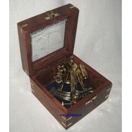 **Edler Sextant in dekorativer, verzierter Holzbox mit Glasdeckel