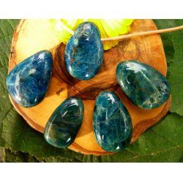 Apatit blau gebohrter Trommelstein Tropfen-Anhänger
