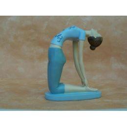 Yoga-Frau in sportlicher Haltung