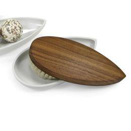 Schöne Massagebürsten aus Holz in Form eines Schiffchens