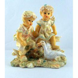 Kinderpaar Steinharz Nizza am Zaun 2 Motive Dekoartikel pastellfarbig glasiert