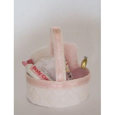 Korb mit Babyartikel rosa Puppenhaus Dekoration Miniaturen 1:12   c75223 / EAN:3597837522302