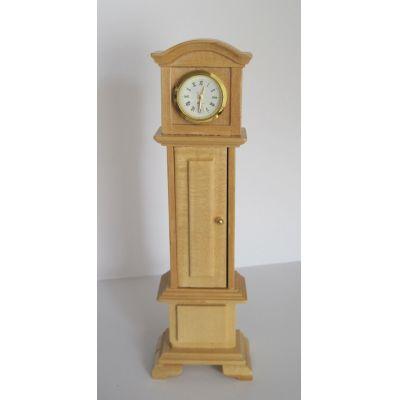 Standuhr mit Pendel und Funktion Holz hell Puppenmöbel Miniaturen1:12 | C27980 / EAN:3597832798009
