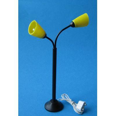 stehlampe mit gelben leuchten puppenhaus beleuchtung. Black Bedroom Furniture Sets. Home Design Ideas