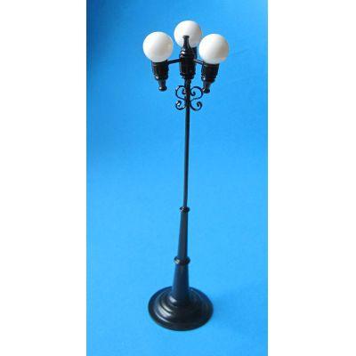 strassenlaterne dreifachkugel schwarz led puppenhaus beleuchtung miniaturen 1 12. Black Bedroom Furniture Sets. Home Design Ideas