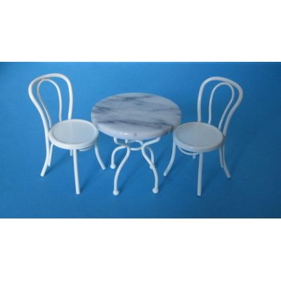 Tisch und 2 Stühle weiss Metall Bistro Set Puppenhaus Miniatur 1:12   c330101 / EAN:3597833301017