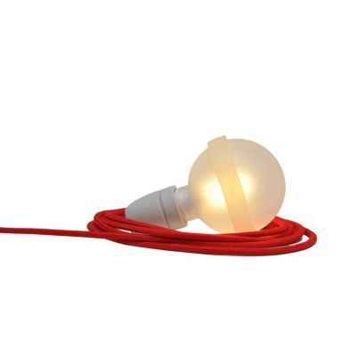 Rote Lampe, satinierte Glaskugel mit rotem Textilkabel | 165573171
