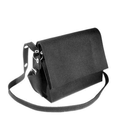 Schwarze Umhängetasche mit kleinem Täschchen, beides aus Filz | 314029166