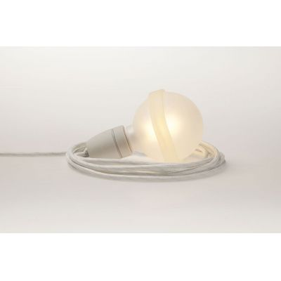 Weisse Lampe, satinierte Glasglobe mit weissem Textilkabel | LL22